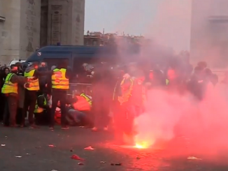Paris yellow jacket protest