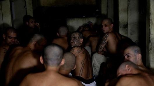 El Salvador prisoners