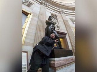 Robert Chapman Capitol pose